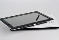 Casper Nirvana Tablet PC, 180 derece dönebiliyor.