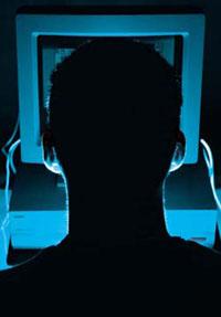 FBI iki hacker'ı yakalamak için uğraşıyor