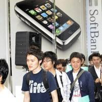 iPhone 2.0 satışta! Kuyruklar başladı...