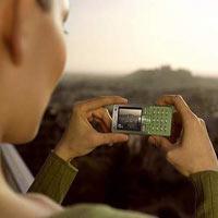 Cep telefonuyla fotoğraf çekti, hapsi boyladı