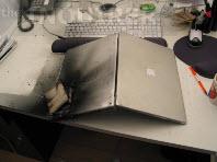 Apple'ın Powerbook'u alevlere teslim oldu!