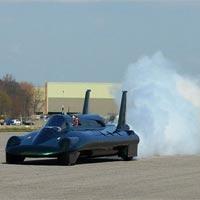 Buharlı otomobil gözünü rekora dikti!