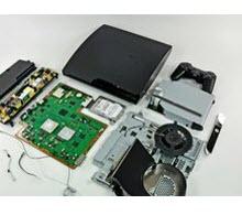 İçi dışı bir oldu: İşte paramparça PS3 Slim