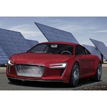 Audi ünlü modeli R8'i fişe takıyor!