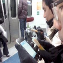 iPhone'u sosisle kullanıyorlar
