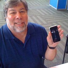 Wozniak'tan ilginç iPhone 4 çözümü!