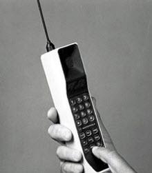 Dünyanın ilk cep telefonu New York caddelerinde...