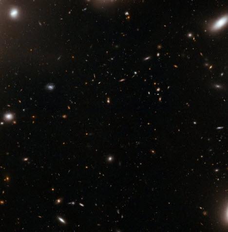 Hubble'a yakalanan dev uzayı girdabı!