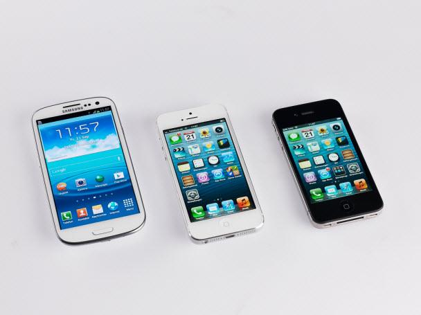 Samsung Galaxy S3, iPhone 5 ve iPhone 4S yan yana