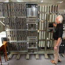 Dünyanın en eski bilgisayarı hayata döndü