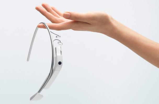 Glass'ı normal gözlüğünüzle giyebilir misiniz?
