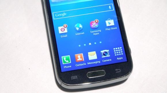 Galaxy S4 Zoom: ÖN İNCELEME - Samsung'un en acayip Galaxy S4'ü olan Zoom'u canlı canlı denedik... İşte ilk izlenimlerimiz...