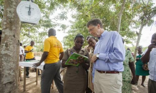 Bill Gates fakirliğe karşı savaşmaya devam ediyor