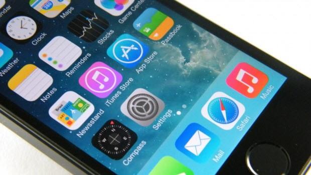 Galaxy S5 ve iPhone 5S karşı karşıya!