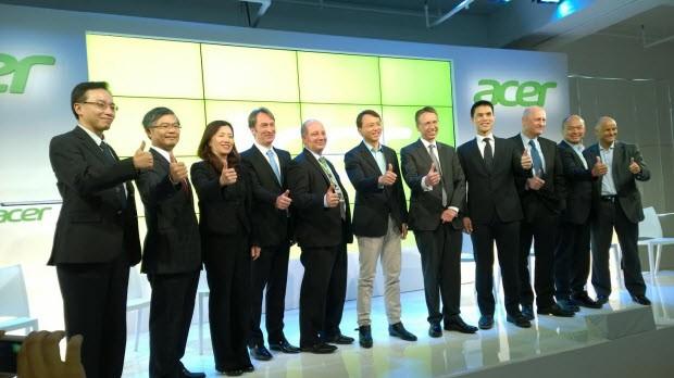 Acer, bombalarını New York'ta patlattı!