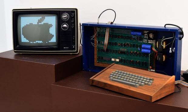 Apple-1 bilgisayar 365.000 dolara satıldı!