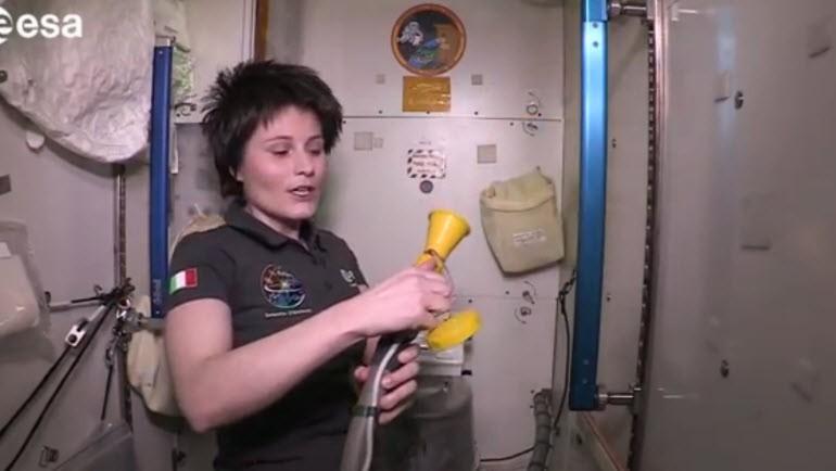 ISS'nin merak edilen tuvaletinden kareler!