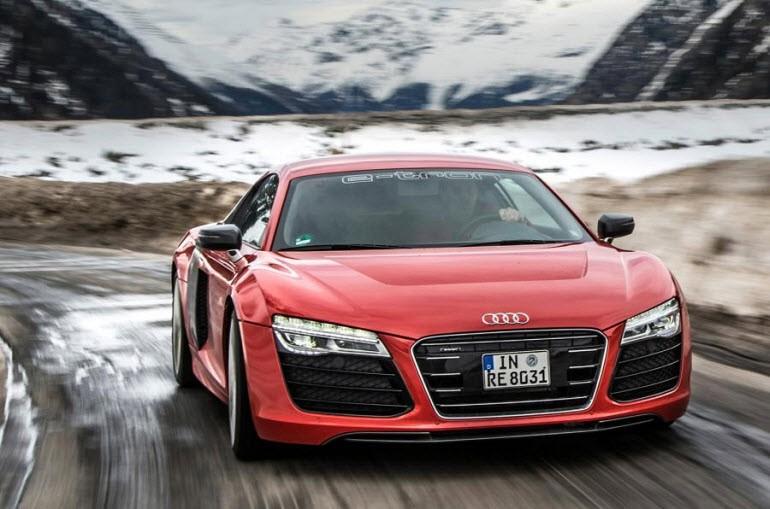 Audi'nin R8 e-tron'u kendini sürebiliyor!