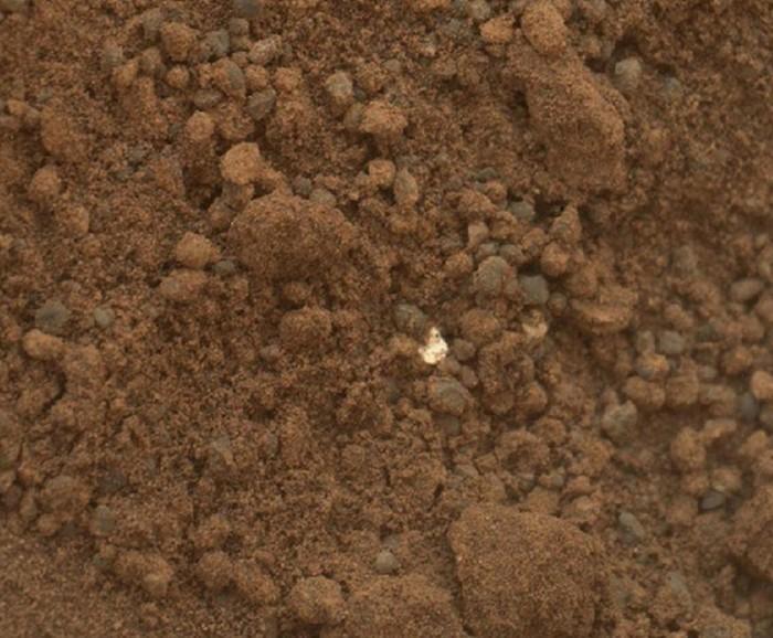 Mars yüzeyindeki parlak cisim