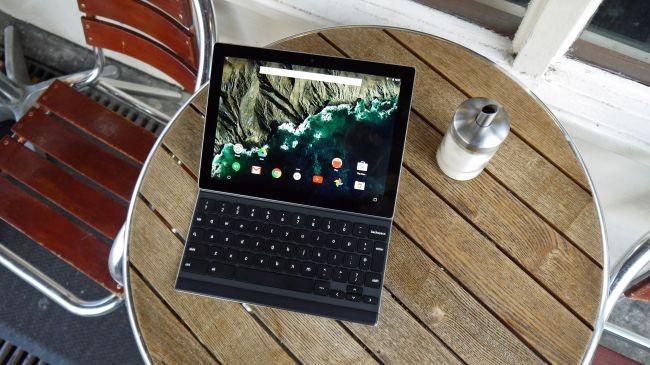 İyi bir ekran ve akıllıca üretilmiş klavye