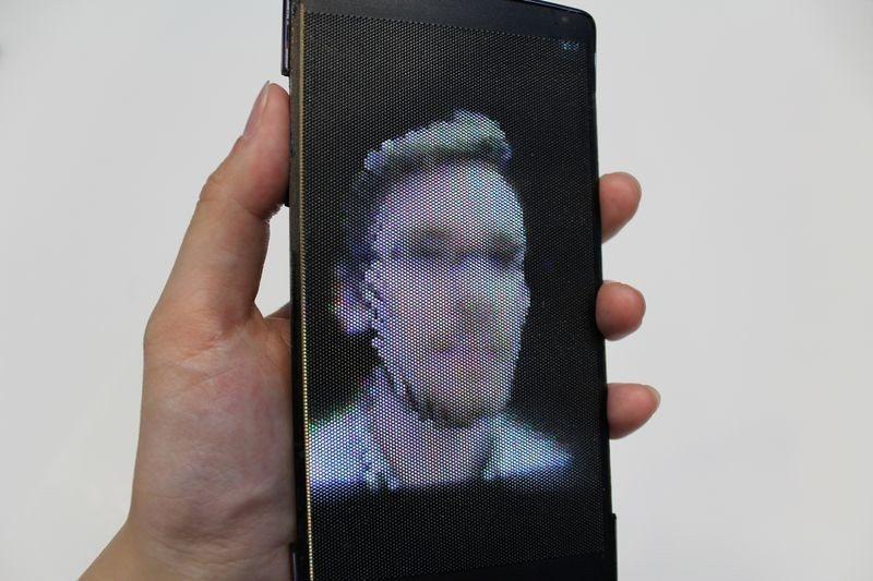 HoloFlex ile hologram cebe giriyor!