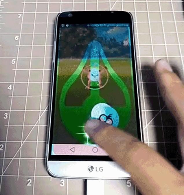 Pokemon Go için ekran koruma filmi de ürettiler!