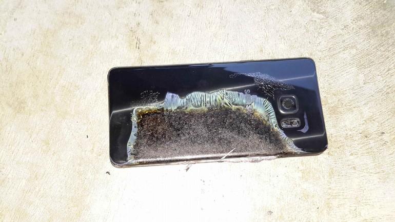 Galaxy Note 7, bu defa otel odasında patladı!