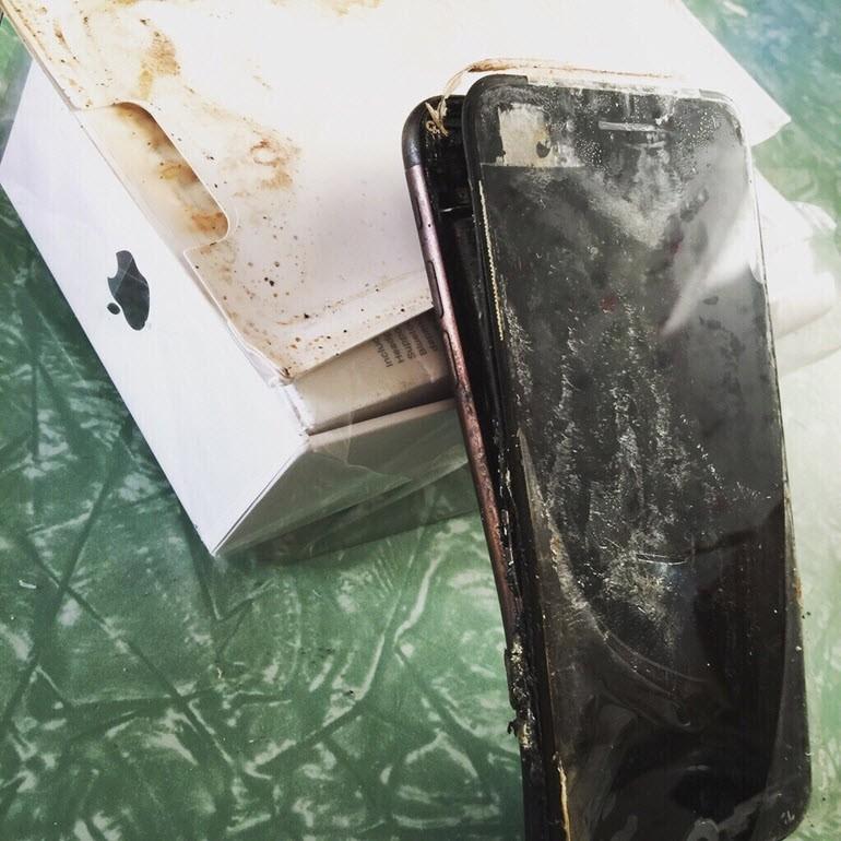 """""""iPhone 7 Plus taşıma sırasında patladı"""""""