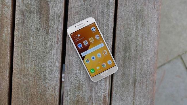 3. Samsung Galaxy A3 (2017)