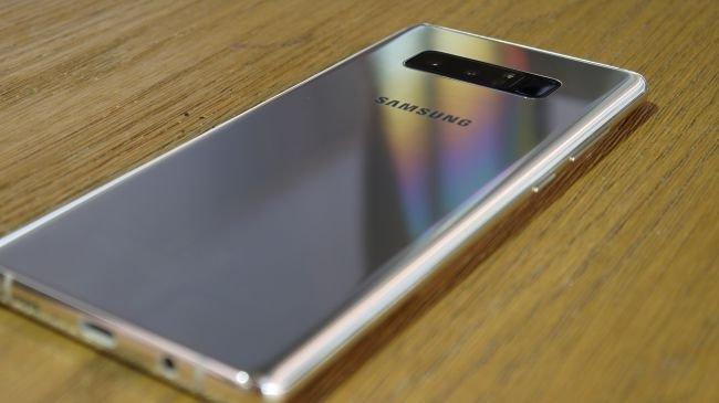 iPhone X vs Galaxy Note 8: Tasarım