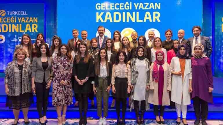Geleceği yazan 100 genç kadın Turkcell'li olacak