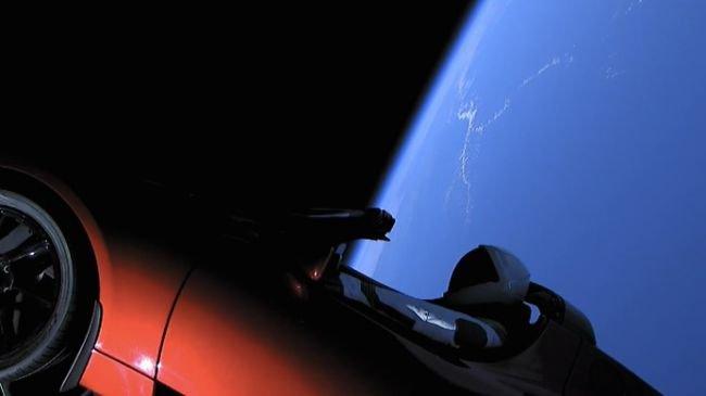 SpaceX'in Tesla'sı Uzaya Fırlatıldı!