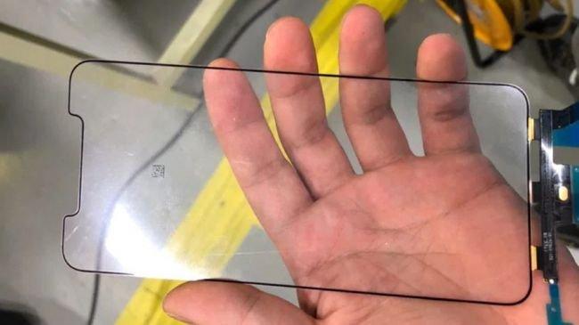 iPhone X Plus'ın Ekranı Bu Olabilir!