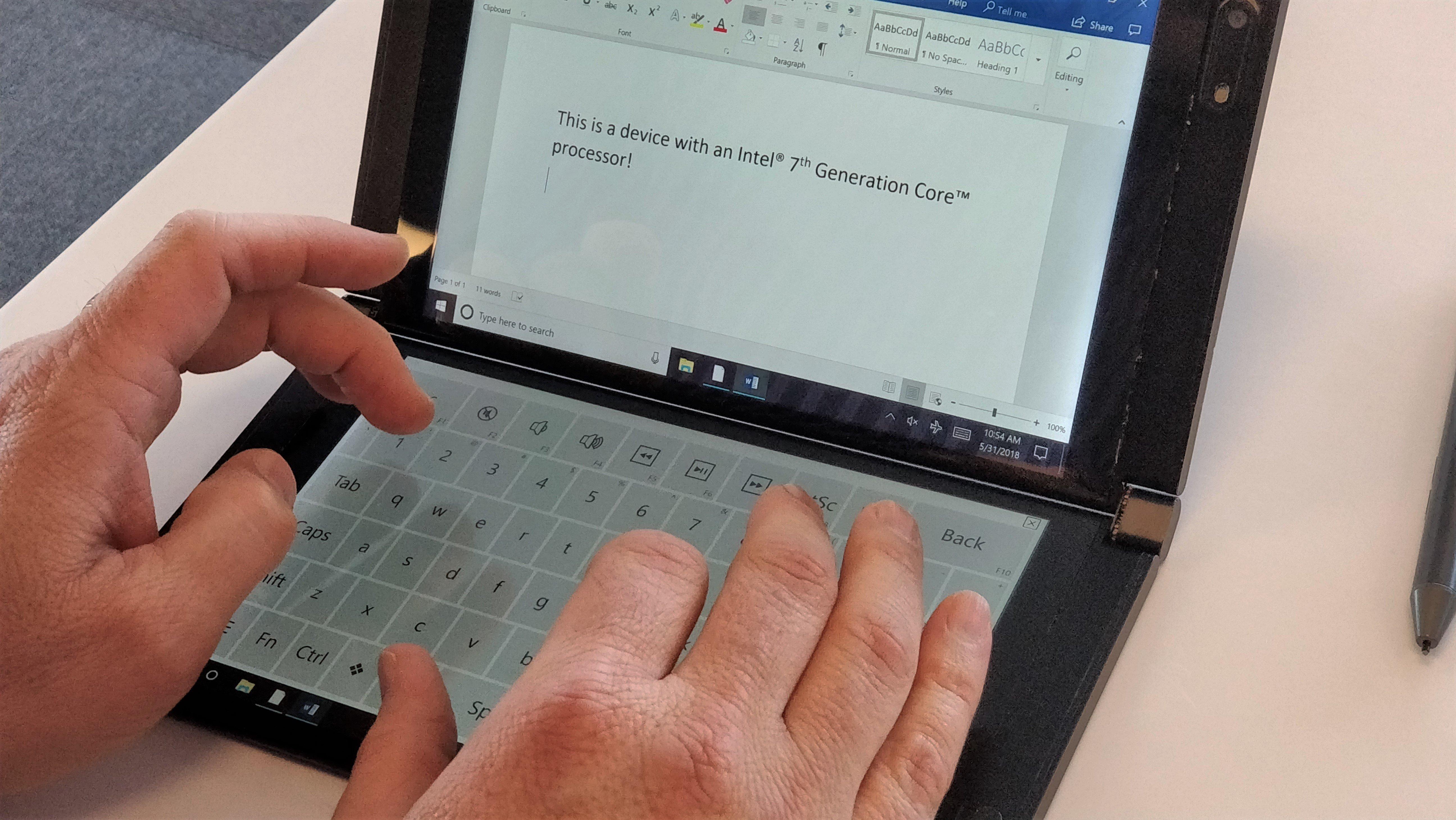 Intel, Kendi Çift Ekranlı Laptop'unu Gösterdi