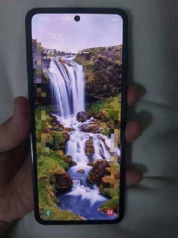 Katlanan Yeni Samsung'a İlk Yakından Bakış