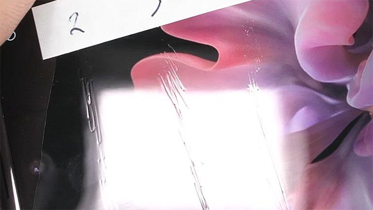 Galaxy Z Flip: Cam mı, Plastik mi?