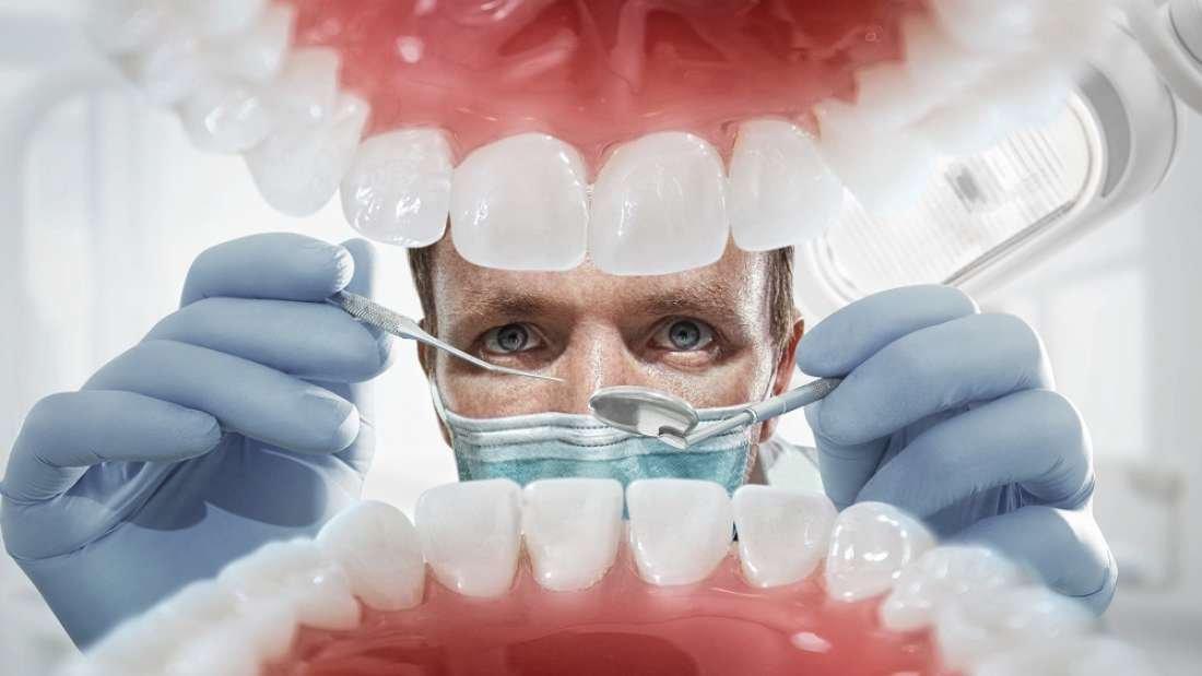 Hindistanlı öğrenciden rekoru diş uzunluğu...