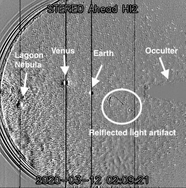 """NASA, Bir Fotoğrafla Ortaya Çıkan """"UFO Var"""" İddialarına Cevap Verdi"""