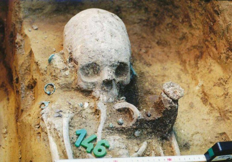"""Macaristan'daki """"Uzun"""" Kafatasları, Tarihi Anlatıyor"""