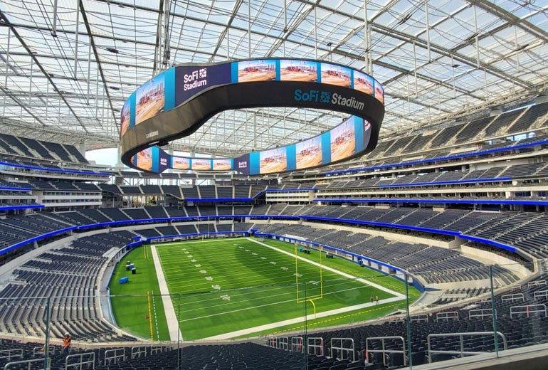 Samsung'un ABD'deki SoFi Stadyumu'na Kurduğu Devasa LED Ekran Büyülüyor