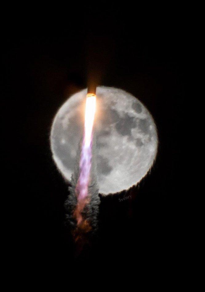 Dünya'dan Fırlatılan Roket, Ay'ın Önünden Böyle Geçti