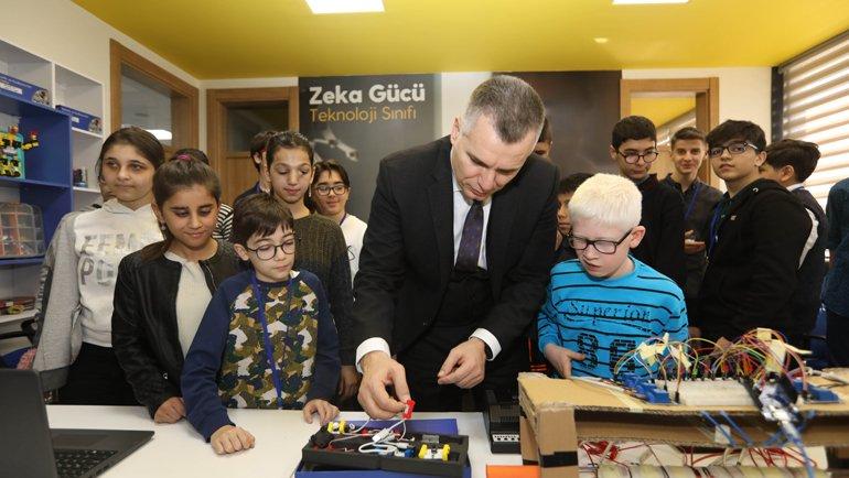 Turkcell 100 Bin Engelli ve 30 Bin Öğrencinin Hayatını Kolaylaştırdı