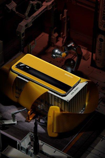 120Hz Yenileme Hızına Sahip Süper AMOLED Ekran